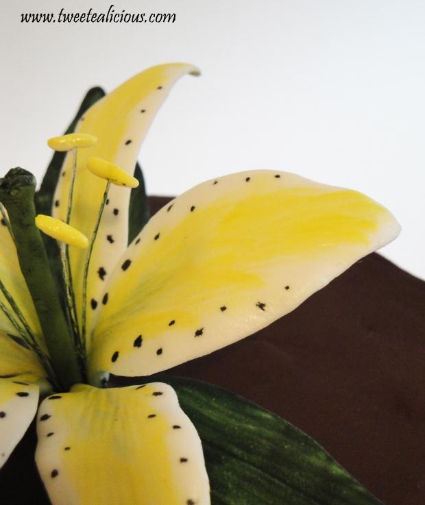 Tiger Lily Cake Detail